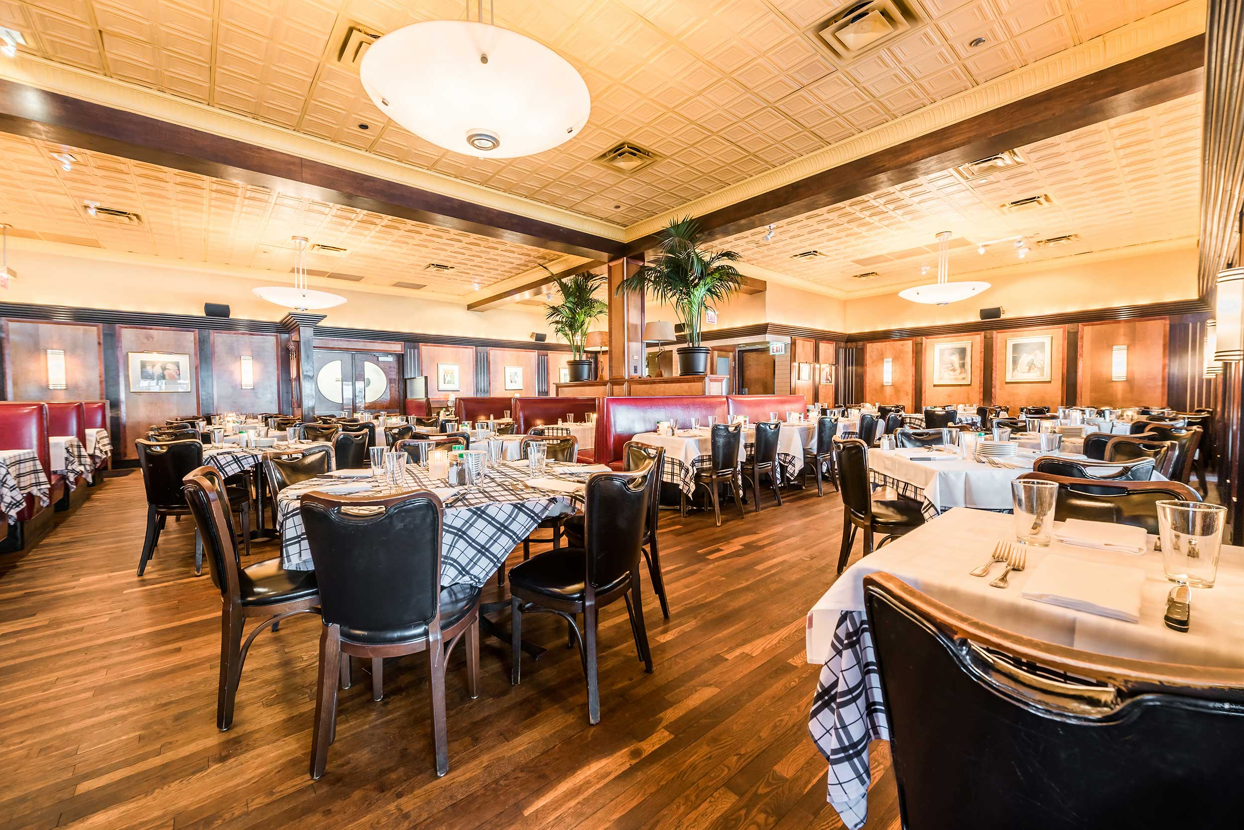 2016 Gibsons Dining Room2
